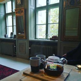Nouveau locaux. Nouveau départ. Voici quelques semaines que nous avons enménagé à @knackeriet. Un appartement de co-working à Gamla Stan. C'est un véritable bonheur et une vraie chance pour sacrebleu! Dorénavant, tous les cours, les barnfikas et les projections sur Stockholm se dérouleront ici. Hâte de vous y voir!